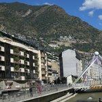 Vista del Rio y Fachada de HOTEL