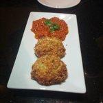 Crabcakes with tomato chutney