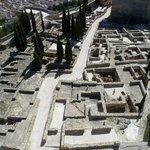 Uitzicht vanaf de toren op de opgravingen