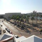 Vista de terraço à esquerda o Centro de Convenções e Porto