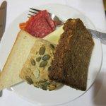コンフォート ホテル リヒテンベルグ・・・夕食のパン・ハム・チーズ