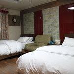 2 Beds -Queen & Single