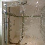 Shower/steamroom