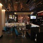 Restaurant/bar in lobby