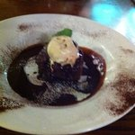 chocolate pudding / rum & raisen ice cream