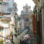 Blick vom Balkon zum Marktplatz/zur Kirche