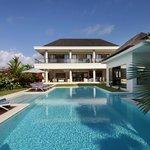 Photo de The Oshan Villas Bali