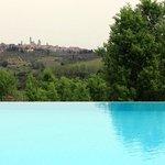 Pool mit Blick auf San Gimignano
