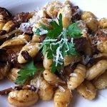 Gnochhi com ragout, frango e cogumelos