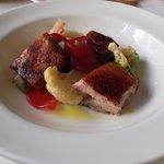 Pancetta di maialino brado con mostarda di peperoni cipolla di cannara caramellata