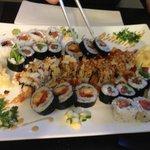 Assortiments de sushi avec le california Gambas et amandes effilées!!