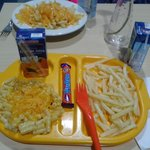 Children's macaroni cheese, chips and a complimentary Cadburys fudge and Princes fruit juice. £4