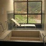 Baños termales individuales con vista a la Quebrada