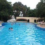 Gran piscina y tobogan para pequeñitos