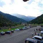 Parking y entrada principal