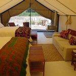 Interior de Cabaña doble con dos camas queen size