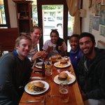 Celebración con amigos en el restaurante