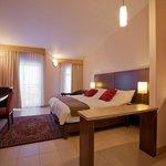 Dorset Suite Bayview Suites
