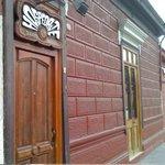 La entrada del hostal