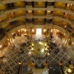 Lobby desde el pasillo de acceso a las habitaciones