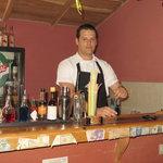 Dependiente en el Bar del Restaurante