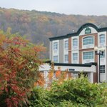 Autumn photo of the front of the inn.