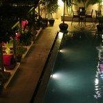 La piscine et ses espaces Lounge...