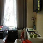 Resto de la habitacion (baño de tamaño normal y muy limpio)
