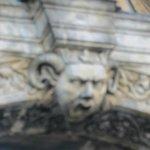 Alte Hofhaltun・・・門中央の飾り