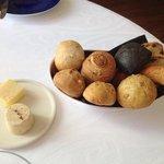 zelf gebakken brood, de zwarte met inkvis inkt, top.