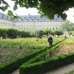 Rose Garden at the New Residenz・・・薔薇園より新宮殿を臨む