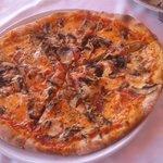 Pizza procciuto funghi