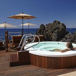 The Cliff Bay | Sea level jacuzzi