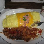Western omelette and hashbrowns