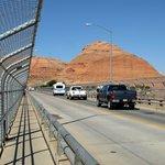 Autoweg op de brug