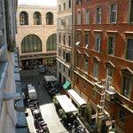 Vista de la habitación a la Estación Termini y la calle Marsala