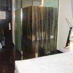 el baño visto desde la habitación