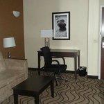 suite area with desk
