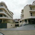 1-Praia Brava Hotel: fachada y garage