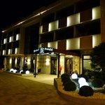Hotelansicht am Abend