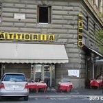 Fachada vista da Piazza Cavour