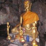 Buddha in einer Seitenhöhle