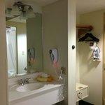 Nuestra habitación y parte del baño