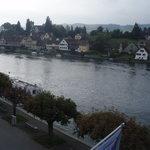 Aussicht vom Zimmer auf den Rhein.