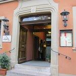 ホテル シュランネ・・・朝の可愛らしい入り口