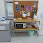 8 共用の冷蔵庫と電子レンジと電気ポット