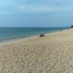 Пляжик хороший рядом с отелем