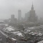 vue de Varsovie sous la neige depuis la fenêtre de la chambre