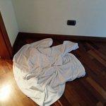 Accappatoio per asciugare l'acqua proveniente dal soffitto