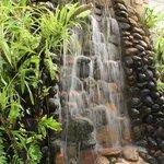 A queda d´'água complementa a beleza do lugar